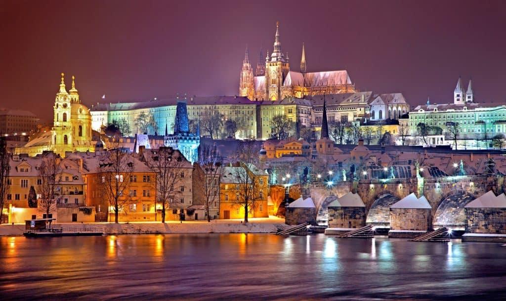 EVJF à Prague : avantages et activités pour réussir un week-end de folie entre filles